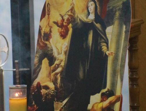 """القديسة كلارا """"حاملة القربان"""""""